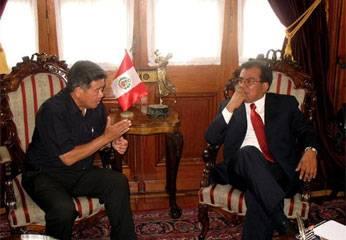 El Presidente Regional, Nelson Chui y el Presidente del Congreso  Javier Velásquez.