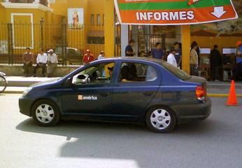 Equipo periodístico de América Noticias en Huaral.