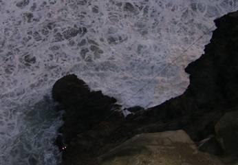 Con arneses y cables intentaron rescate de cadáver del adolescente.