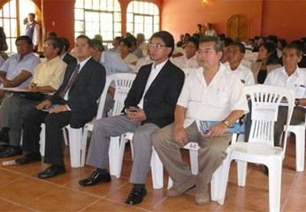 """Vicente Sánchez, secretario general regional de """"Confianza Perú"""", entre los asistentes al evento."""
