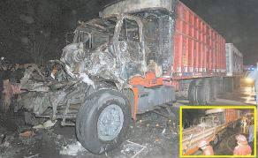 Conductor quedó atrapado en su asiento y amigo no pudo hacer nada por rescatarlo de las llamas.