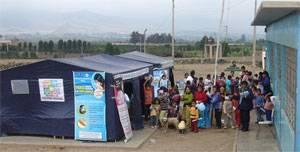 En carpas instaladas el personal de salud atendió a  la población.