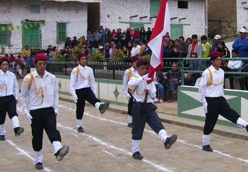 Foto archivo: Estudiantes de la parte alta de Huaral.