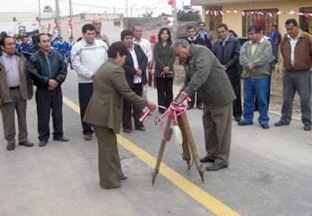 Alcalde Pedro Salguero y a su Esposa, Elizabeth Céspedes padrinos de la obra.
