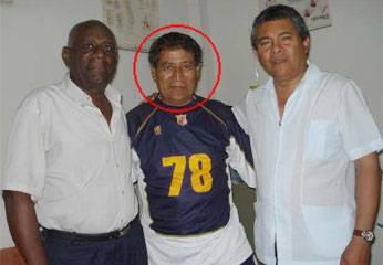Pedro Ruiz con su médico y amigo.