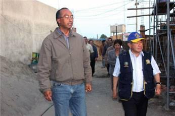 Ing. Nelson Chui en construcción de albergue en Huaral.