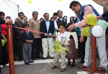 Inaugurando  calle La Libertad.