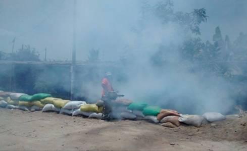 Fumigan casas en zona de huayco de Huayan - Huaral