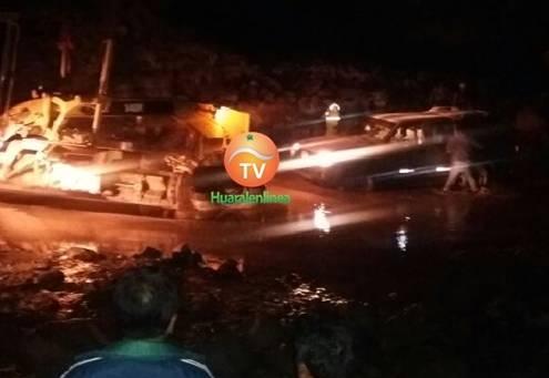 Huayco en el sector de Vilca pasa por encima de la pista a Acos (Video)