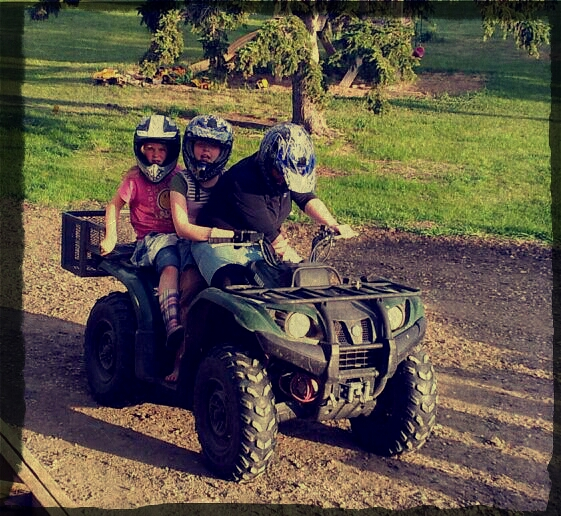 picture of Huber girls on quad