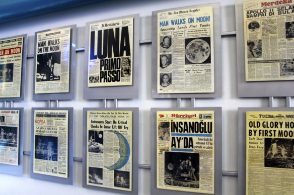 La une des journaux au Kennedy Space Center (Floride, USA)