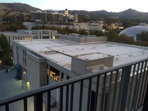 Pour ceux qui ne connaissent pas Salt Lake City, voici la bibliothèque vue de ma chambre d'hôtel. Difficile d'être plus près que ça!