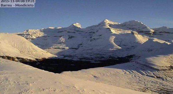 Así amanece una de las montañas mas famosas de España, Monte Perdido vía @baldito_ #nieve