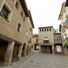 Plaza Mayor de Alquézar de El Guisante Verde