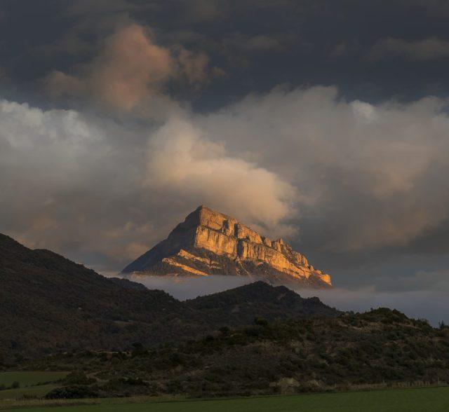 Peña Oroel de www-flickr-comphotosmiguelerele10978878304miguel-lopez-araus