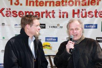 Ingo Beckschäfer und Dirk Glaser begrüßen die Besucher des 13. Int. Käsemarktes in Hüsten, mitten in Arnsberg
