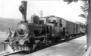 Abfahrbereit in Neheim-Hüsten: Lokomotive 6 C vor einem Personenzug nach Sundern