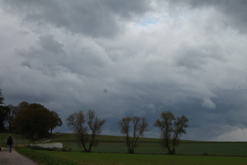 Graue Wolken drohen 8698