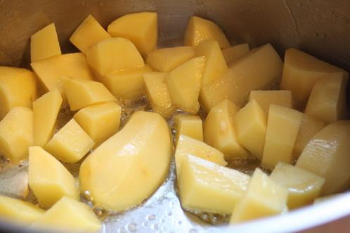 Kartoffeln im Topf anbraten 0231