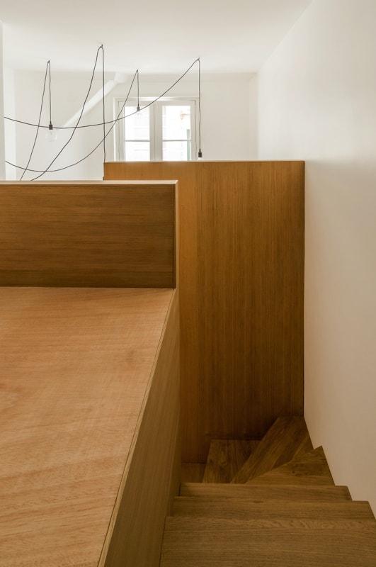 Haut de la mezzanine en bois