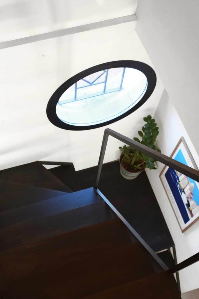 Escalier 2/4 tournant minimaliste - Sorgues (84)