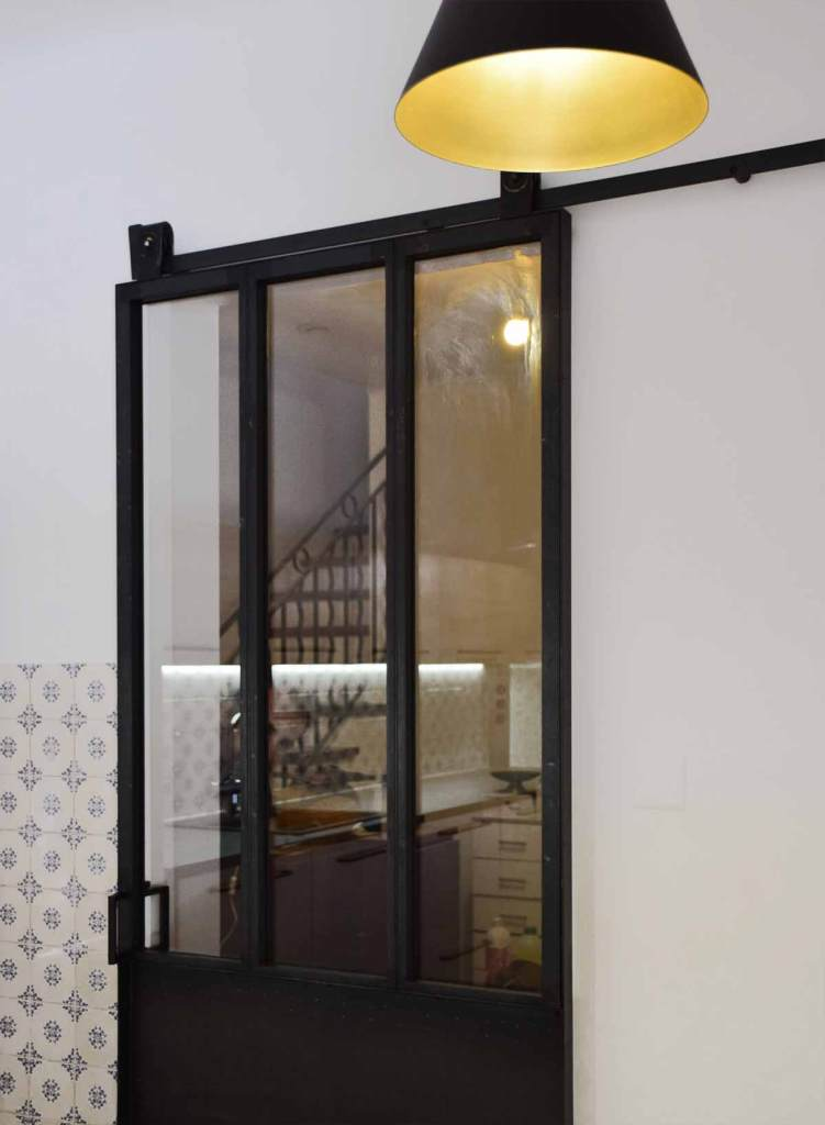 Porte coulissante vitrée avec rail apparent - Pernes les Fontaines (84)
