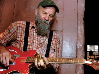 """Seasick Steve - alias Steve Wold - har gått helt til de primitive røttene for bluesen og laget det han kaller for hundehusmusikk, """"Dog House Music"""", innspilt i mono hjemme på kjøkkenet. Foto: Gitte Johannessen/NTB"""