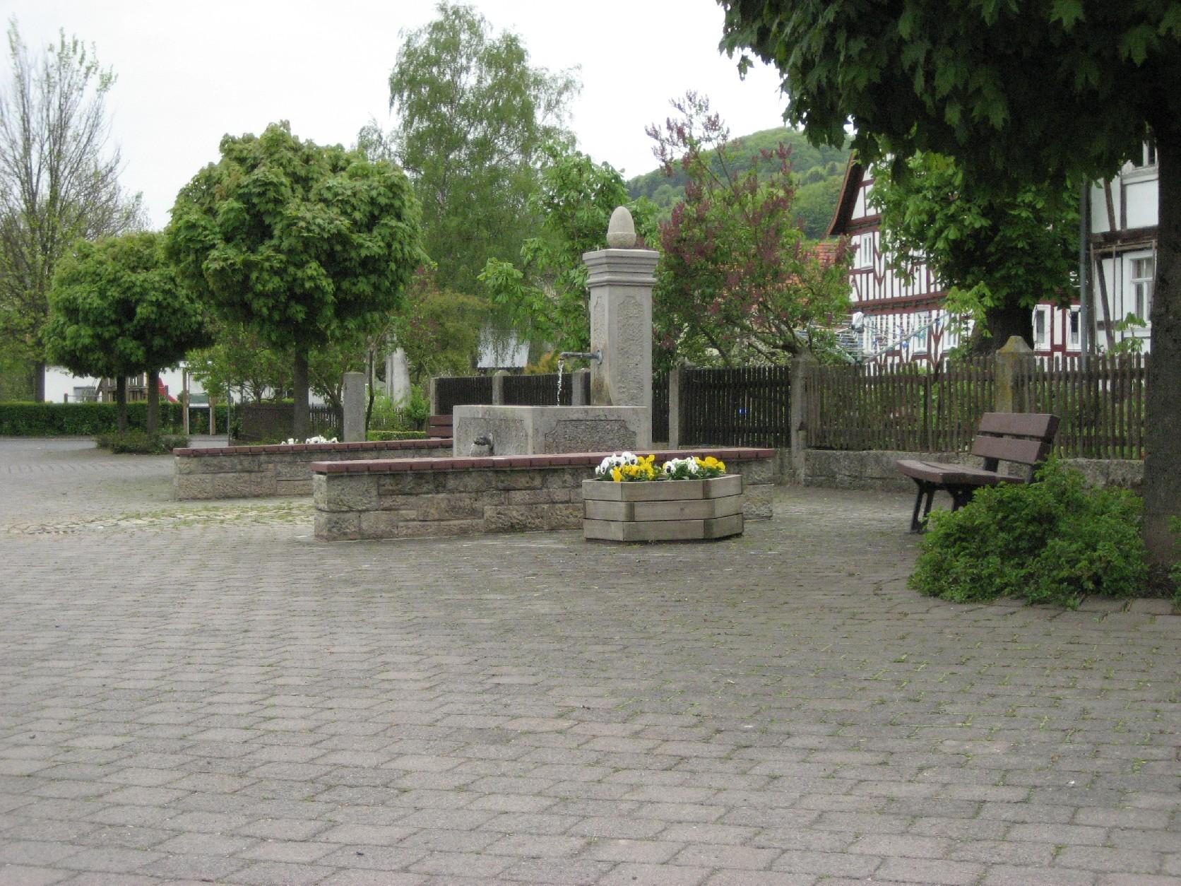 Brunnen am Dorfplatz