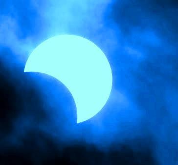 आज चन्द्र ग्रहणः कुन राशी भएकाले के गर्न हुन्छ, के गर्न हुँदैन ? आज वर्षौंपछिको दुर्लभ खगोलीय घटना