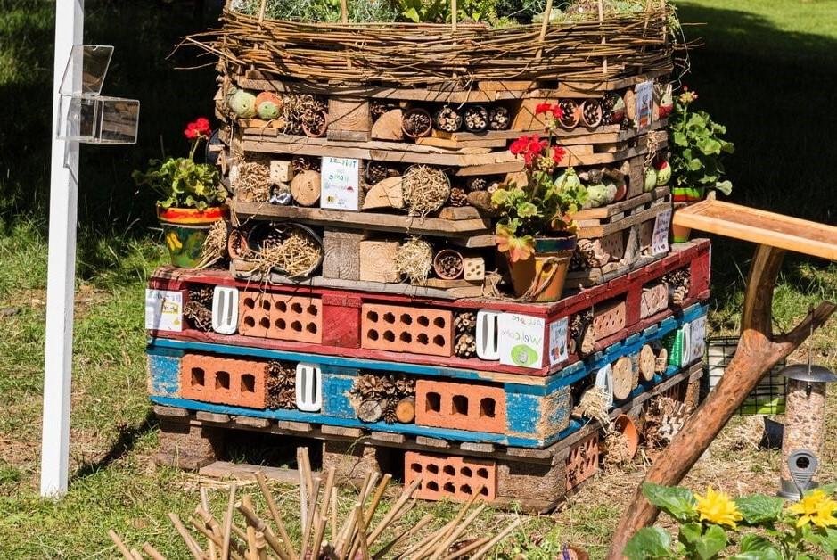 Hulland Churchyard – Build a Bug Hotel