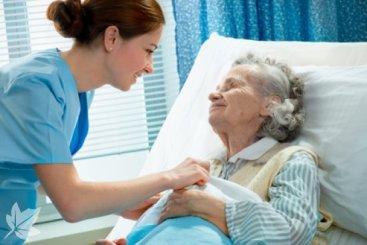 Auxiliar con anciana dependiente