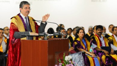 Photo of Uday Kotak addressing IIMB graduates