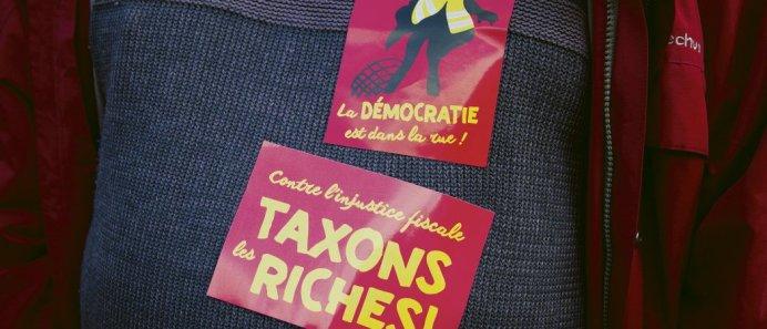 «    Vive la démocratie directe  !   », «    Ne mettons pas le doigt dans l'engrenage de la représentation   !   », «    On est tous novices, on apprend tous ensemble» sont les slogans évoqués. Florent Pommier/Réa