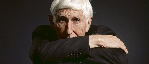 À 87 ans, Tomi Ungerer reste une mine d'humour noir et d'humanisme, «    chaque dessin est un message et un défi ». G. Bally (Keystone)/Diogenes Verlag AG, Zurich