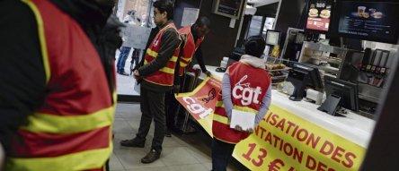 À l'origine de cette vague de sanctions, une grève du personnel du fast-food du boulevard Magenta, à Paris, en 2018. © Denis/REA
