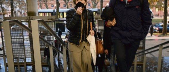 Brigitte Barèges et son avocat et adjoint au maire, Thierry Deville, arrivent au palais de justice de Toulouse, le 10 décembre 2020. Lionel Bonaventure/AFP