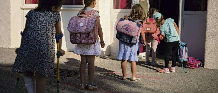 Respect des distances de sécurité pour entrer en classe dans une école à Marseille. Anthony Micallef/Haytham-Rea