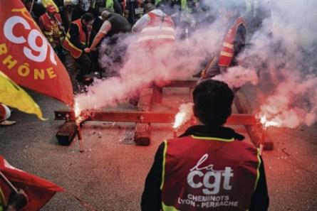 à l'exemple de la mobilisation en 2016, les cheminots entendent riposter pour défendre le rail et leurs emplois. Jeff Pachoud/AFP