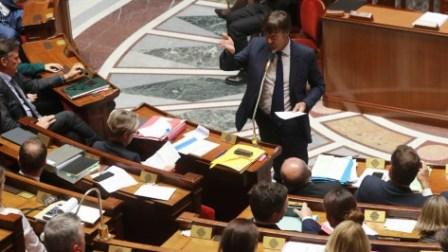 Le texte réécrit par le Sénat a été voté par 190 sénateurs, LR et centristes, 141 étant contre (socialistes, RDSE, à majorité radicaux, LREM, CRCE, à majorité communistes, et indépendants). Photo : AFP