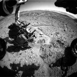 MAHLI inspects little hole in front of Curiosity on Sol 591