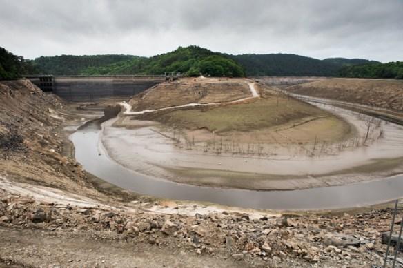 le barrage de Guerlédan entièrement découvert en mai.