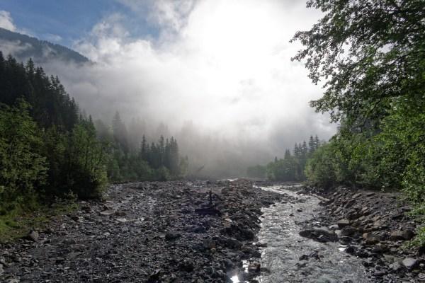 Noch kämpft die Sonne mit letzten Nebelfetzen