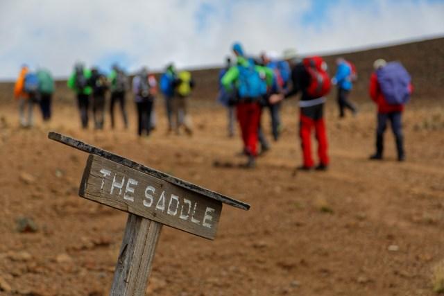 """Nach der Pause verlassen wir """"The Saddle"""" in Einerkolonne"""
