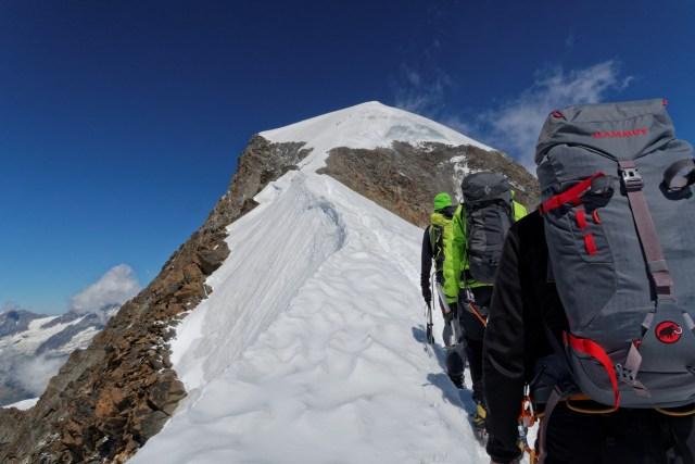 Der von uns unterschätzte Aufstieg hoch zum Gipfel des Alphubels