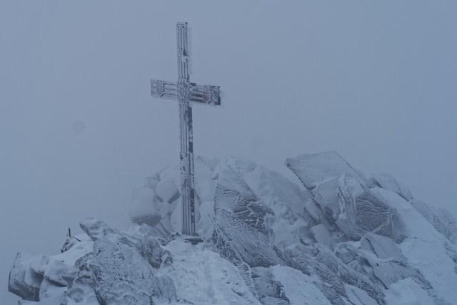 Da vorne steht das für heute nicht erreichbare Gipfelkreuz