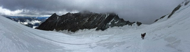Von der Dom-Nordflanke wechseln wir auf den Hobärggletscher