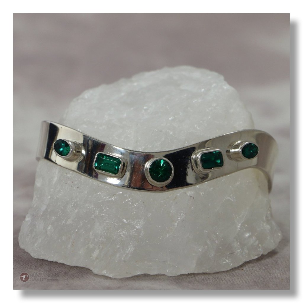 Hummingbird Gallery J0003-Ladies-Emerald-Sterling-Silver-Cuff-Smooth-Finish-with-5-Round-Square-Cut-Emeralds-A Featured