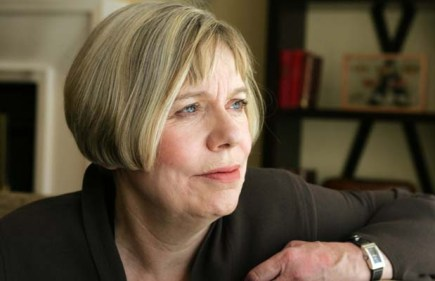 Montreal-06 April 27-In the lobby of the Queen Elizabeth Hotel, on her book tour, author Karen Armstrong. Two of her books are The Great Transformation and The History of God. Gazette Richard Arless Jr -For Story by Pat Donnelly Neg 17918-Slug-- Karen--Books