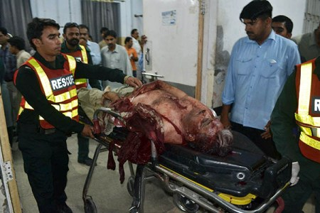 Pakistani volunteers move the body of lawyer Rashid Rehman at a hospital after an attack by gunmen in Multan, late May 7, 2014. Lawyers in the central Pakistani city of Multan went on strike to mourn a colleague who was shot dead for defending a university lecturer accused of blasphemy. Gunmen stormed the office of defence lawyer Rashid Rehman on May 7 evening and started firing indiscriminately, shooting him and two of his associates. AFP PHOTO/SS MIRZA