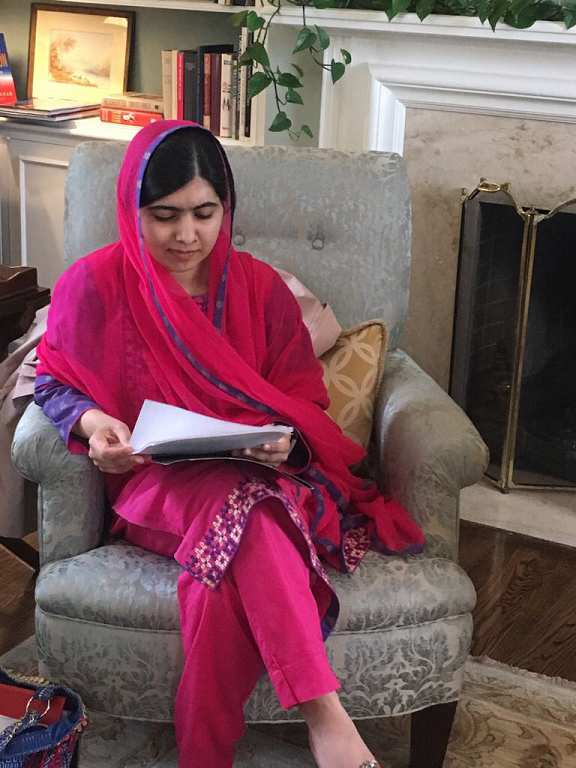 ملالہ یوسف زئی کے لباس پر قابل مذمت تنقید